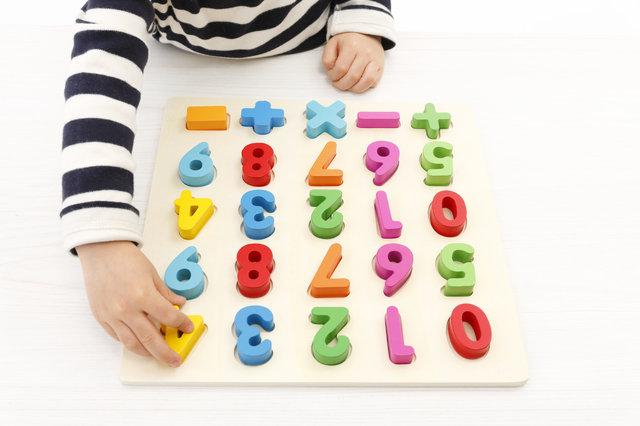 3歳児におすすめの知育玩具12選!考える力を身につけるには?選び方のポイントもご紹介