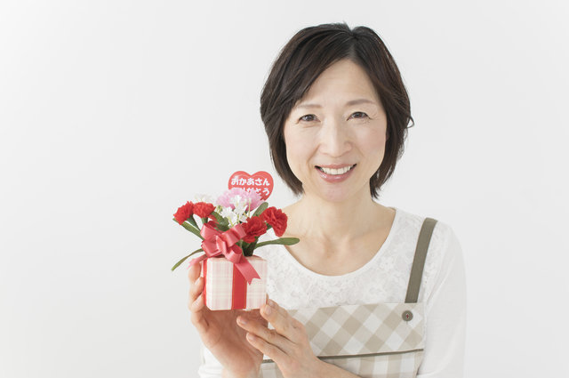 母の日に贈りたいエプロン10選!50代と60代のお母さんに喜んでもらえるアイテム大公開!