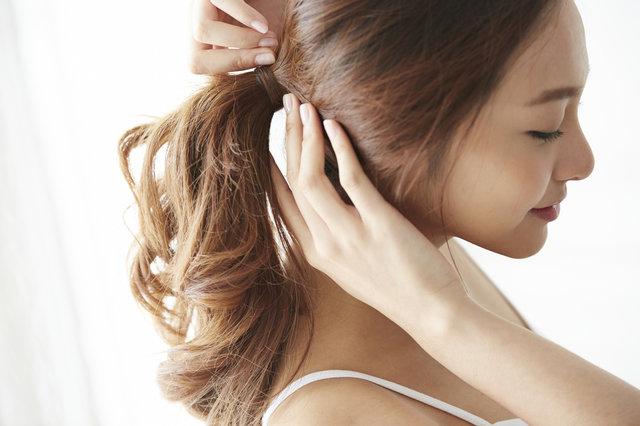 """ロングヘアママのための簡単ヘアアレンジ6選!毎朝5分以内にできる""""こなれヘア""""を紹介"""