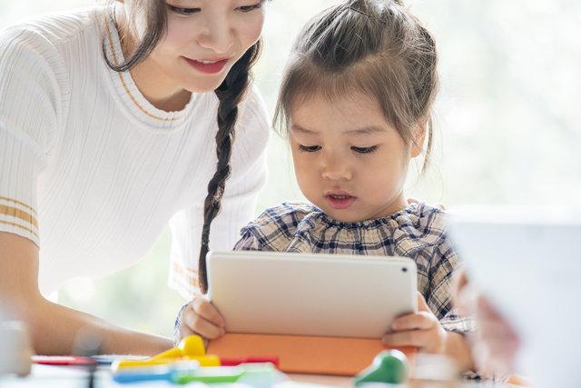 子供のオンライン習い事おすすめ3選!おうちで習えることのメリットや必要なアイテムを紹介