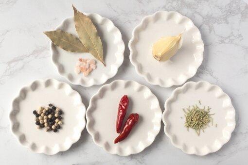 使い方多彩なかわいい豆皿の魅力と実例をご紹介!有田焼やガラスの豆皿6選でおしゃれな食卓に