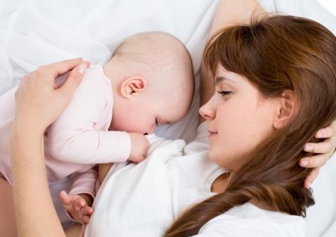 母乳にいい飲み物は?授乳中のママの乳腺炎予防にもなる? - こそだてハック (749)