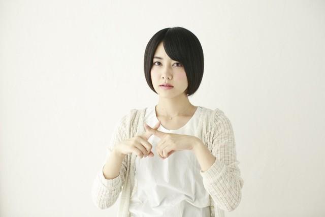 [フリー写真] 指でバツを作る日本人女性 -  GATAG|フリー素材集 壱 (14851)