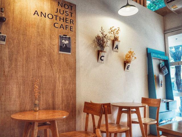 """週末は絵になるカフェで"""" マムアン・ビンス """"   @ELMAR OFFWHITE エルマー オフホワイト(エカマイ) – バンコクはらぺこ JOURNAL (19271)"""