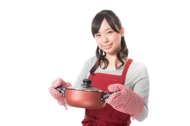 手料理を披露する新妻|フリー写真素材・無料ダウンロード-ぱくたそ (20941)