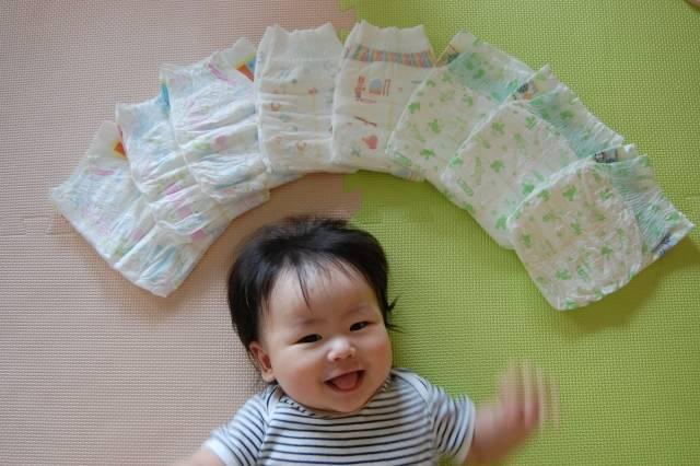赤ちゃんとオムツ 2|写真素材なら「写真AC」無料(フリー)ダウンロードOK (28176)
