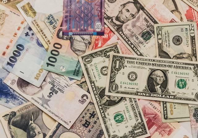 散らばった海外の紙幣|フリー写真素材・無料ダウンロード-ぱくたそ (28914)