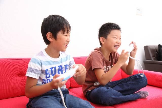 ゲームをする子供6|写真素材なら「写真AC」無料(フリー)ダウンロードOK (29833)