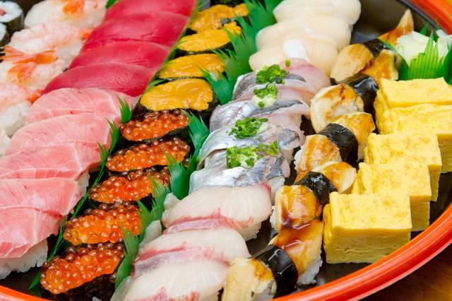 うにといくらとまぐろの寿司詰め合わせ|フリー写真素材・無料ダウンロード-ぱくたそ (34238)
