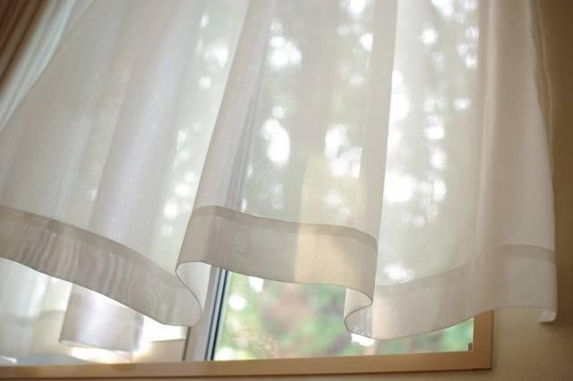 風に揺れるカーテン|写真素材なら「写真AC」無料(フリー)ダウンロードOK (34457)