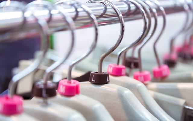Lサイズの洋服(ハンガー)|フリー写真素材・無料ダウンロード-ぱくたそ (35222)