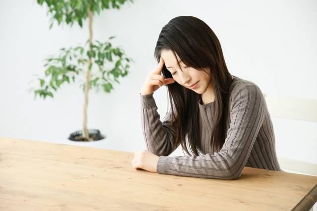 頭痛に苦しむ女性|写真素材なら「写真AC」無料(フリー)ダウンロードOK (64225)