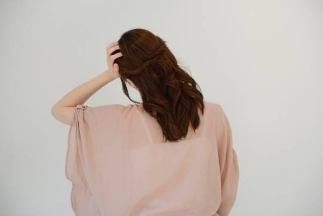 女性の後ろ姿6|写真素材なら「写真AC」無料(フリー)ダウンロードOK (64226)