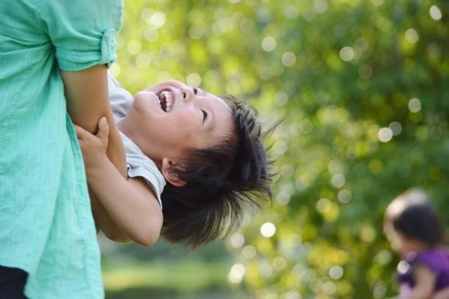 ママと遊ぶ子供|写真素材なら「写真AC」無料(フリー)ダウンロードOK (72851)