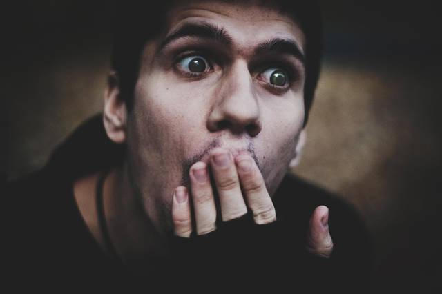 口を押さえる - GATAG|フリー画像・写真素材集 4.0 (78502)