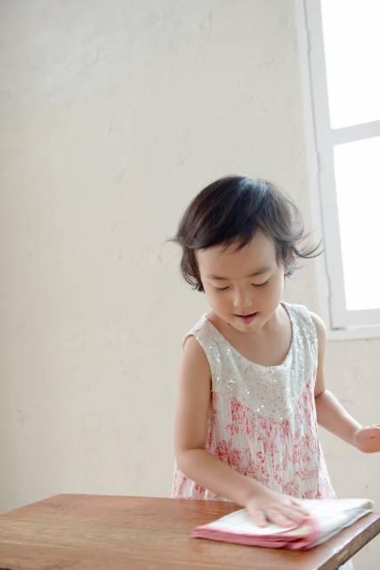 母と子 拭き掃除6|写真素材なら「写真AC」無料(フリー)ダウンロードOK (83353)