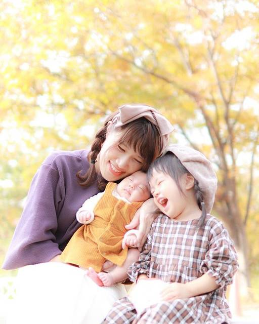 """eRikO♡ on Instagram: """"𓅩𓂅 ・ 昨日で32歳なりました𓂃𖠶𖠶 ハッピーバースデー自分!♡ ・ ・ 午前中しーちゃんの病院行ってて 遠くにお出掛けできなかったから 公園行ってのんびり𓂃 ・ ・ かわいい娘たちと過ごせて幸せやし いつも素敵な写真撮ってくれてパパありがとう𓅟 ・ ・…"""" (133079)"""