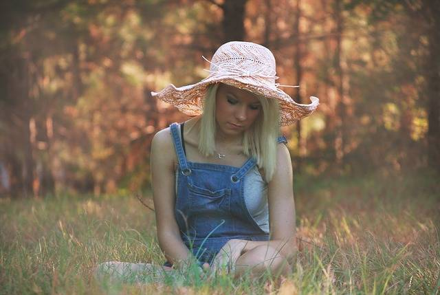 Free photo: Girl, Grass, Sitting, Summer, Young - Free Image on Pixabay - 526333 (24530)