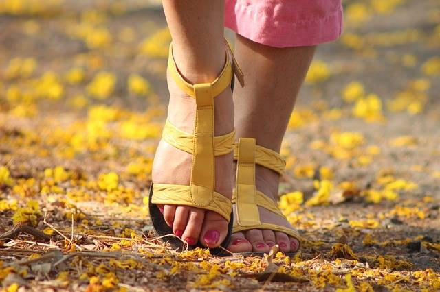 Free photo: Feet, Lady, Walking, Sandles - Free Image on Pixabay - 538245 (69244)