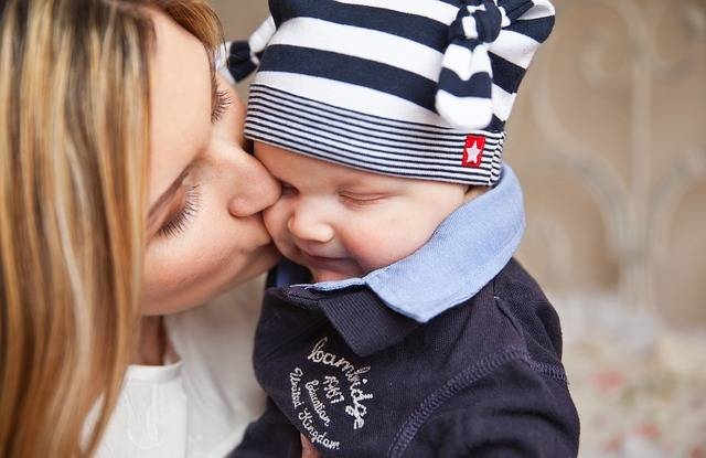 Free photo: Baby, Baby With Mom, Mother Kiss - Free Image on Pixabay - 165067 (80656)