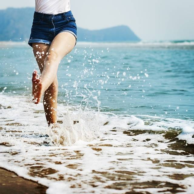 Barefoot Splash Waves - Free photo on Pixabay (145368)