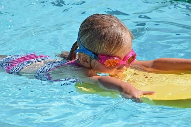 Young Swimmer Child Kick Board - Free photo on Pixabay (147756)