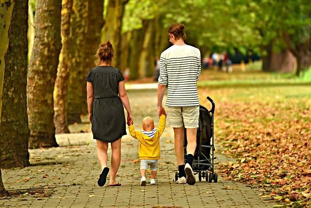 Woman Man Child - Free photo on Pixabay (157424)