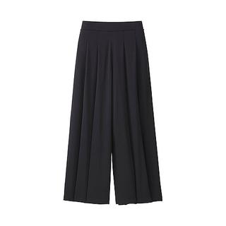 シルエットはスカート、でも実はパンツの「スカンツ」。