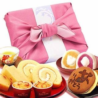 Amazon.co.jp: プレゼント 人気スイーツギフトセット 竹籠入り風呂敷包 (ピンク色風呂敷): 食品・飲料・お酒 (129214)