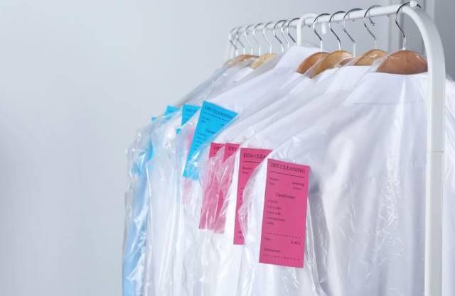 そろそろ衣替えの季節。あなたはクリーニングを使う?
