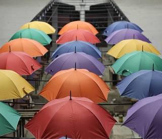 暑さ対策、日傘男子が急増中?