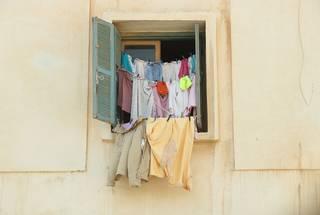 洋服購入の際、自宅で洗濯できるかを気にする人は過半数以上。ドライマーク用洗剤の人気10選もラインナップ