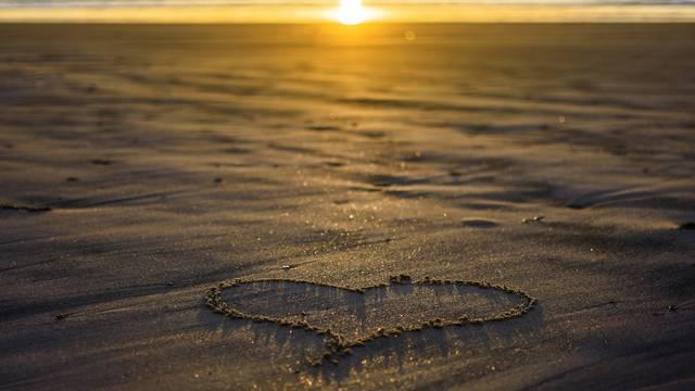 夏の恋はじつは長続きする? 夏の恋と出逢いに関する調査