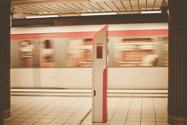 今日から試したい!通勤電車で疲れない方法