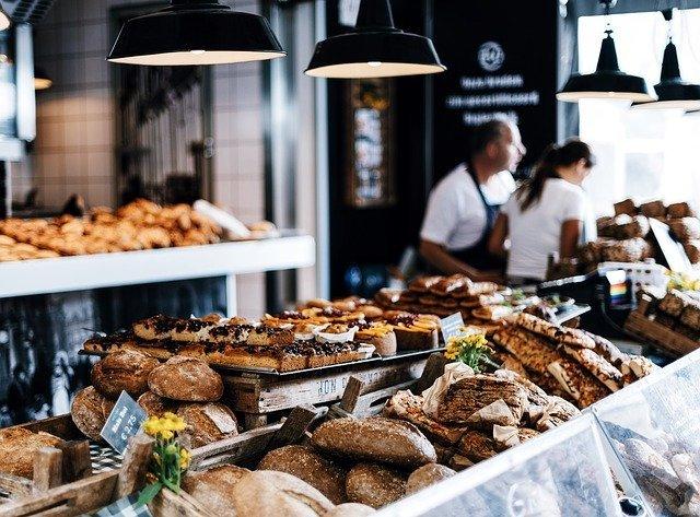 パン屋さん行ってますか?🍞 買ったパンを食べるタイミング、半数以上が「〇〇のとき」と回答
