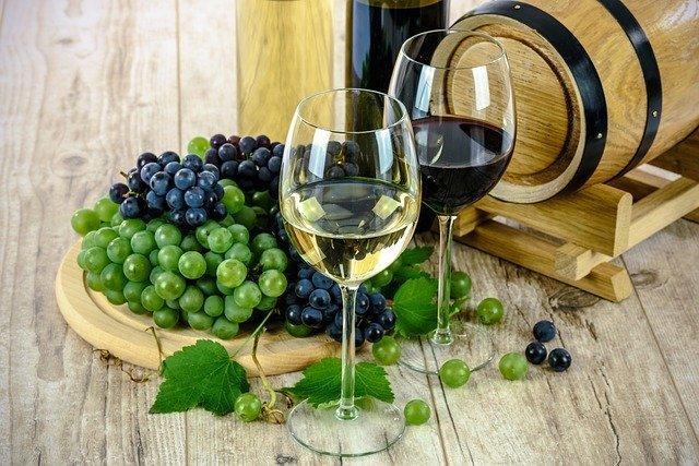ワイン飲用者は6割弱!? 一人でワインを飲むことにこだわる人たちの傾向とは?