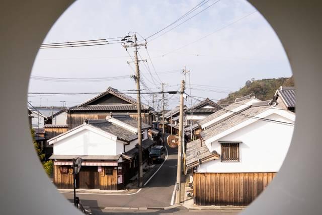 北の町老人憩の家・2階にある丸窓からの眺め。
