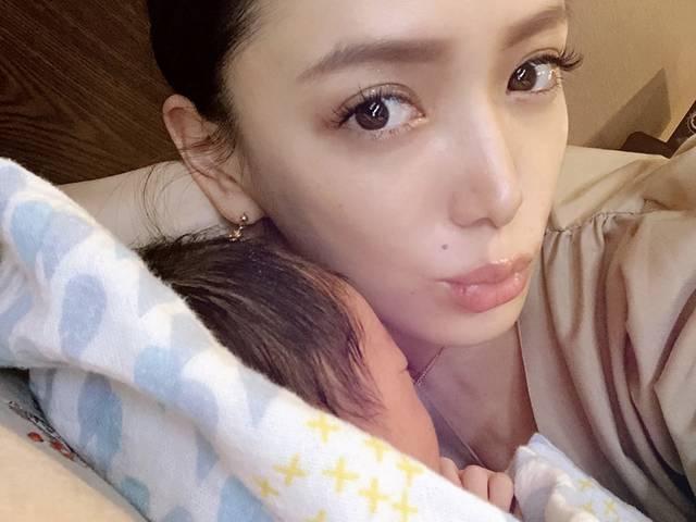 谷口紗耶香「3人目の子育ては大変。(笑)でも可愛い!」Influencer Girl
