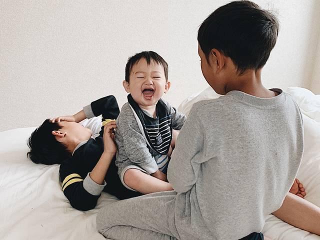 走り回り、笑顔いっぱいな1歳児に成長した三男。きっかけはお兄ちゃん