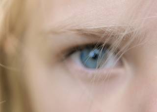 """治療のタイムリミットは6歳。7歳の娘に""""弱視""""発覚。"""