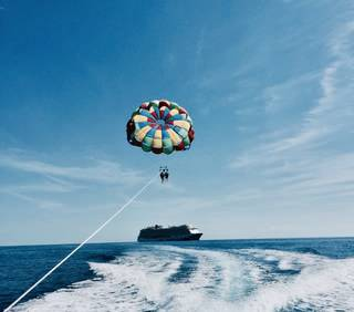 セブ島でパラセーリング体験!Mactan Resort and Spa Cebu(シャングリラズ マクタン リゾート & スパ セブ)内のビーチで