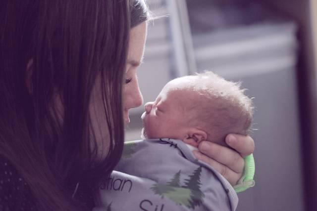 Mother with newborn child. The baby w... | HD photo by Sharon McCutcheon (@sharonmccutcheon) on Unsplash (3729)