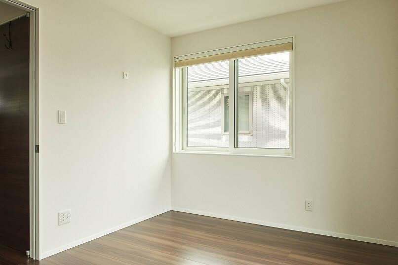 壁紙を張り替える(Re壁)前の部屋。この部屋も、壁紙は白い