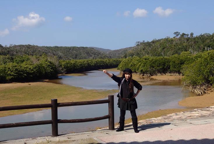 北海道生まれながら「寒いところは苦手なんです」と大高さん。寒い季節は沖縄など暖かい場所へ。写真は沖縄県の東村ふれあいヒルギ公園にて