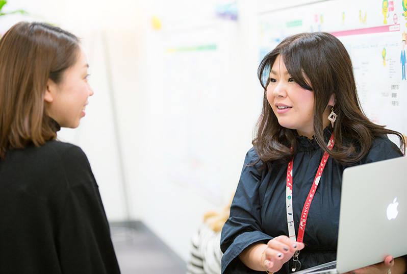 「人を輝かせるという意味では、 常に芸能事務所のマネージャーのような気持ちで仕事に取り組んでいます」と倉橋社長。