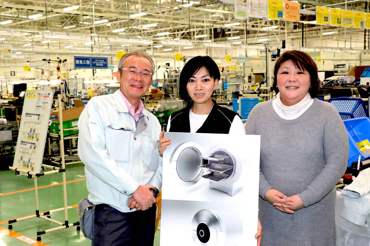 プロジェクトのメインメンバーの遠矢大さん(左)と水野時枝さん(中)と小川恵さん(右)