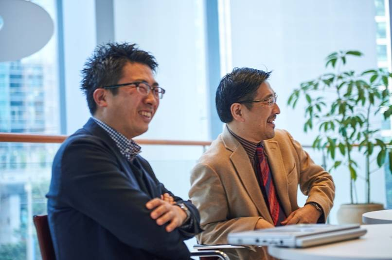 プロジェクトのメインメンバーの鈴木講介さん(左)と深田昌則さん(右)