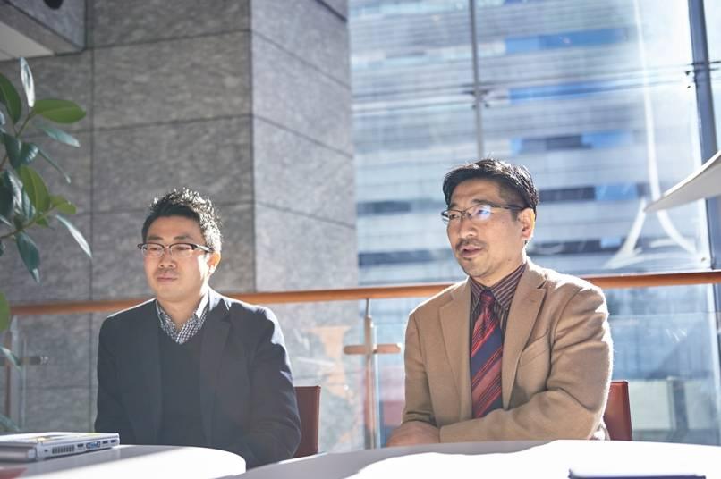 プロジェクトメインメンバーの鈴木講介さん(左)と深田昌則さん(右)