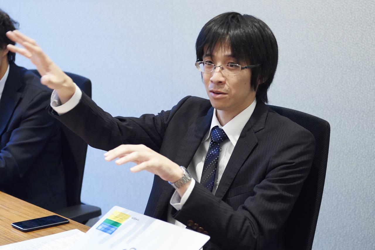 NifMo独自のプログラムをまとめる ネットワークサービス部の青木圭さん