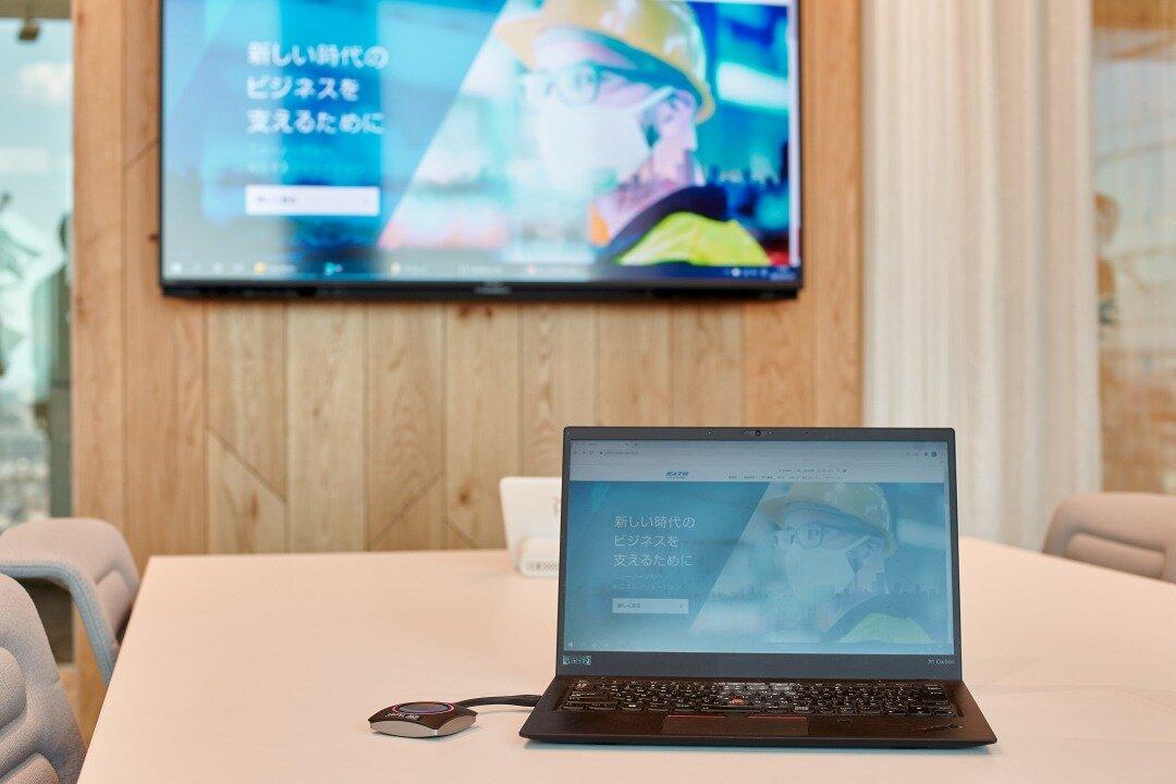※サトーホールディングスの会議室で『ClickShare』が導入されている様子